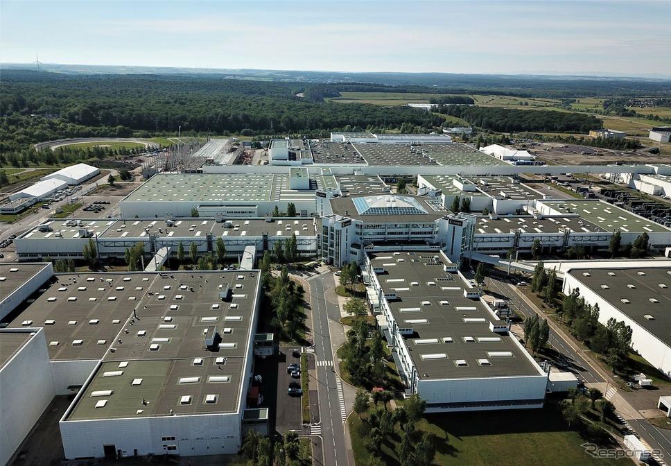 スマートのEVを生産しているメルセデスベンツのフランス・ハムバッハ工場《photo by Mercedes-Benz》