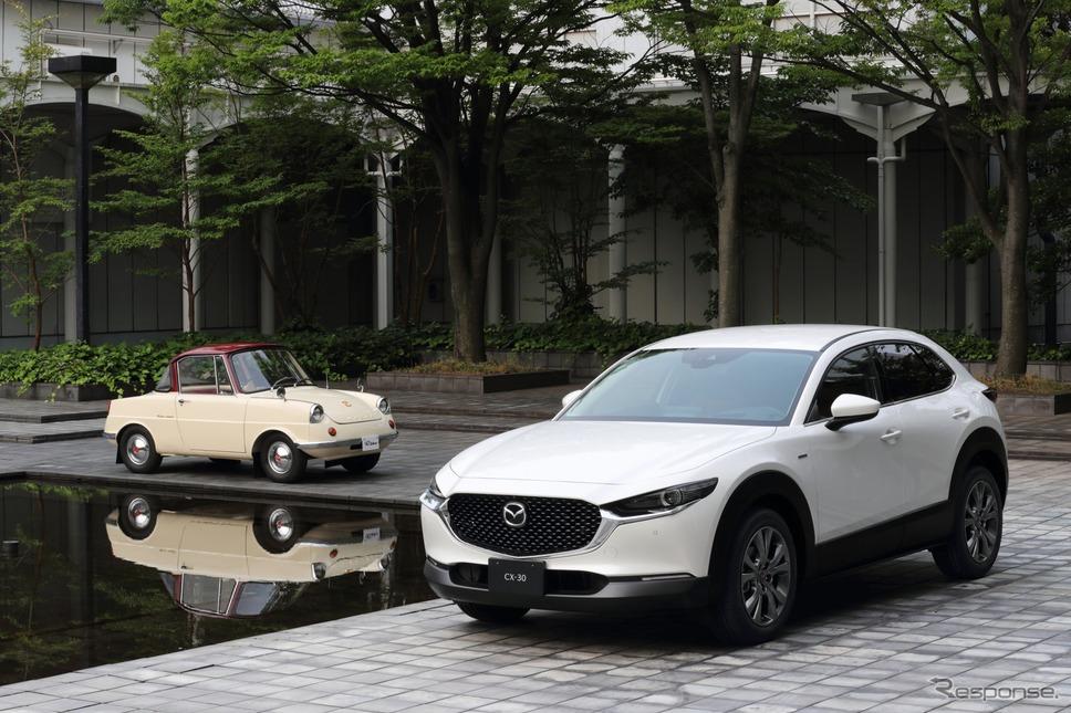 マツダ R360クーペ と CX-30 100周年特別記念車《写真提供 マツダ》