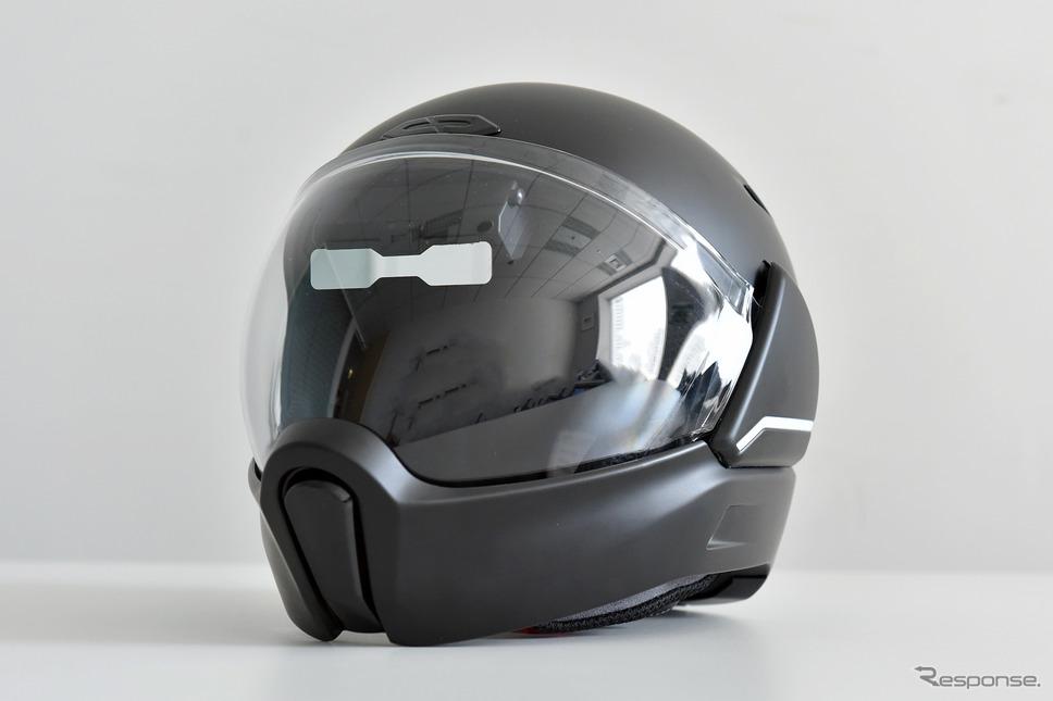 HUDとリヤカメラを内臓したスマートヘルメット「クロスヘルメット X1」《写真撮影 中野英幸》