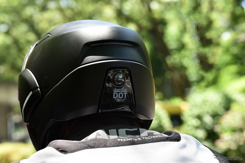 ヘルメット後部にリヤカメラ《写真撮影 中野英幸》