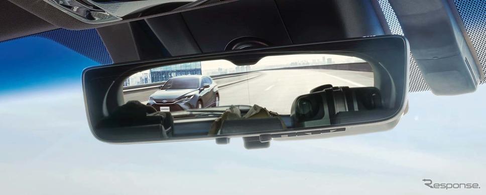新型ハリアーに搭載された「デジタルインナーミラー(前後方録画機能付」。鏡面表示の状態。車内の状況の影響を受けていることがわかる。写真提供:トヨタ自動車