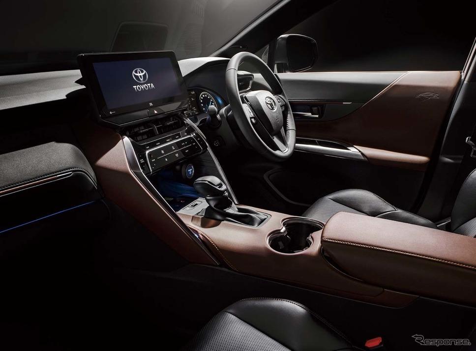 新型ハリアーの前席。写真提供:トヨタ自動車