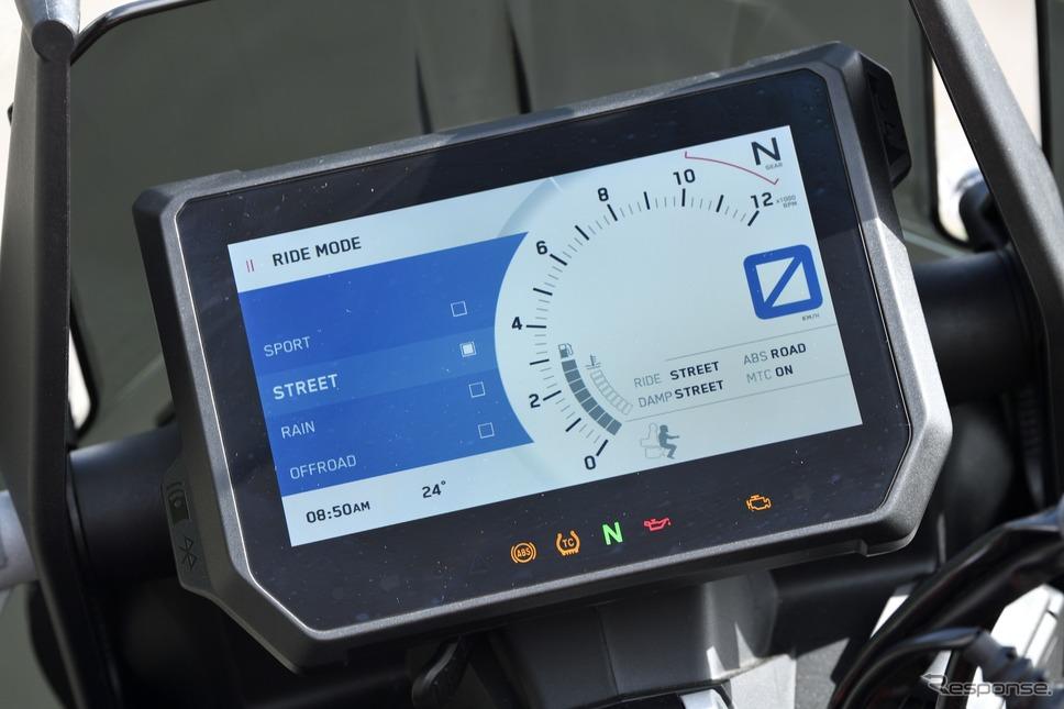 ライドモードを選ぶことでより穏やかなレスポンスにも調教出来る[KTM 1290スーパーアドベンチャーS]《写真撮影 雪岡直樹》