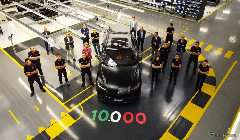 ランボルギーニ・ウルスの1万台目がラインオフ《photo by Lamborghini》