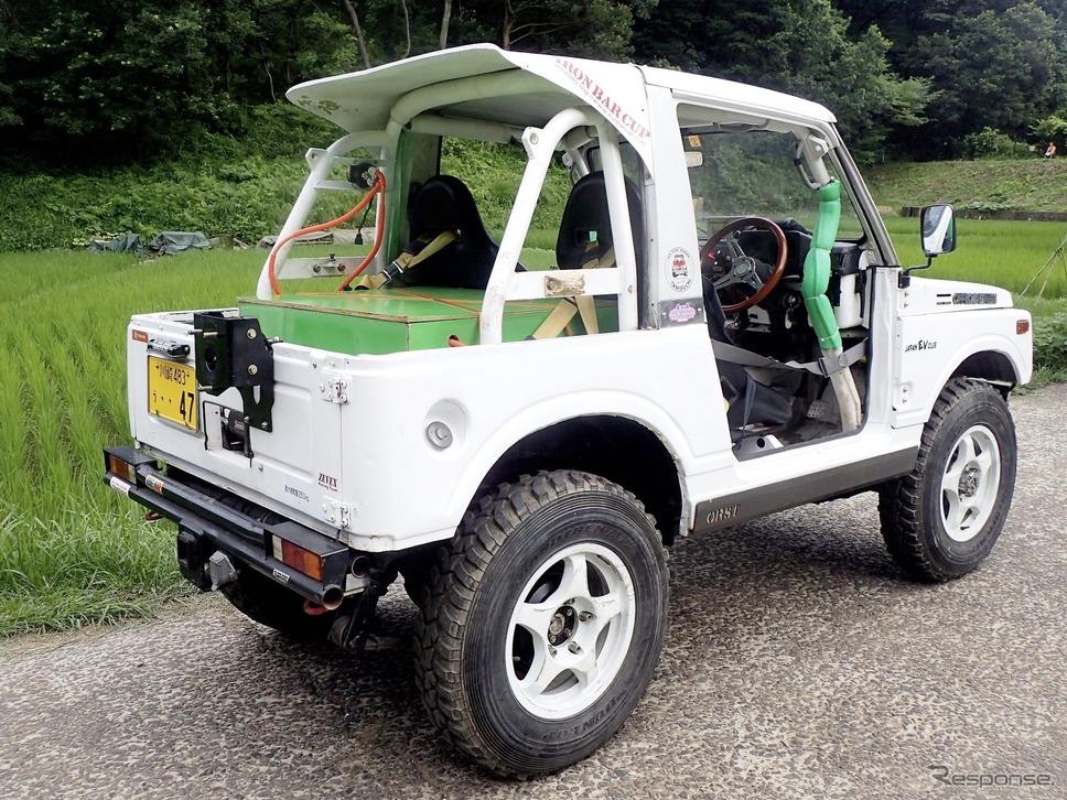 リアのバンパーは特注品で、250kg積みのトレーラーを牽引可能だ。《写真提供 ZEVEX》