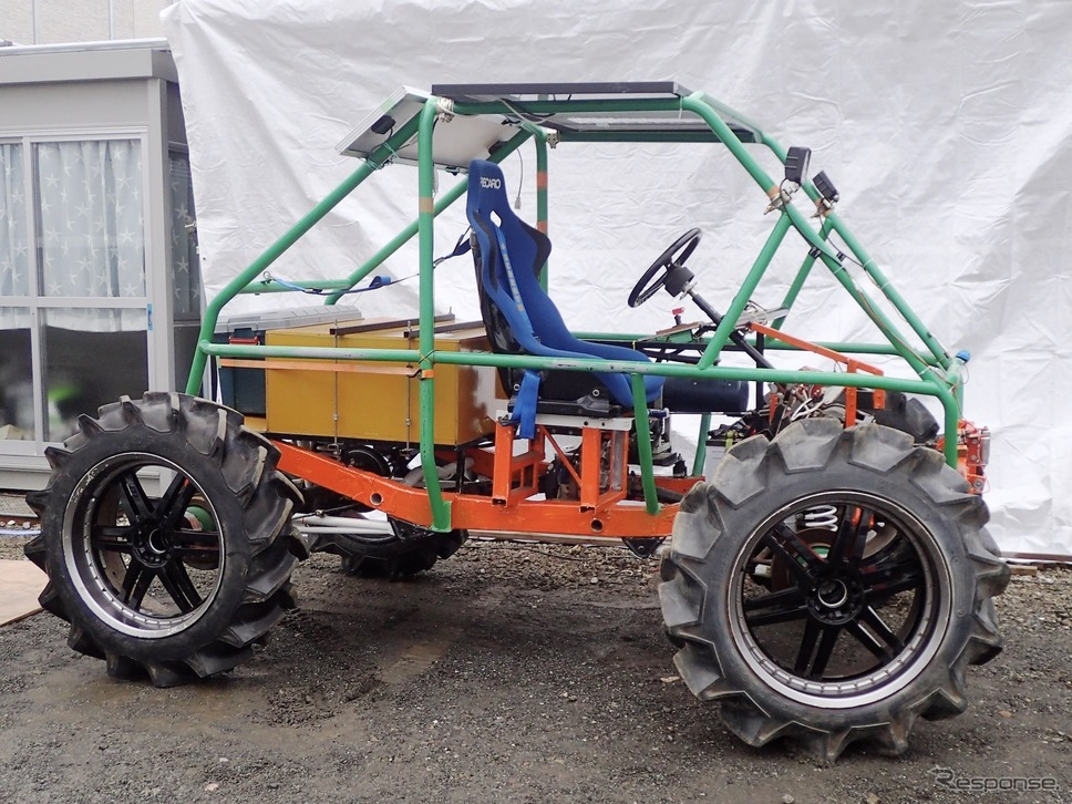 南極大陸でも走行可能なスペックで製作した、チームのEVジムニー3号機「ARK-2」号。冒険本番では、これでトレーラーを曳く計画。《写真提供 ZEVEX》