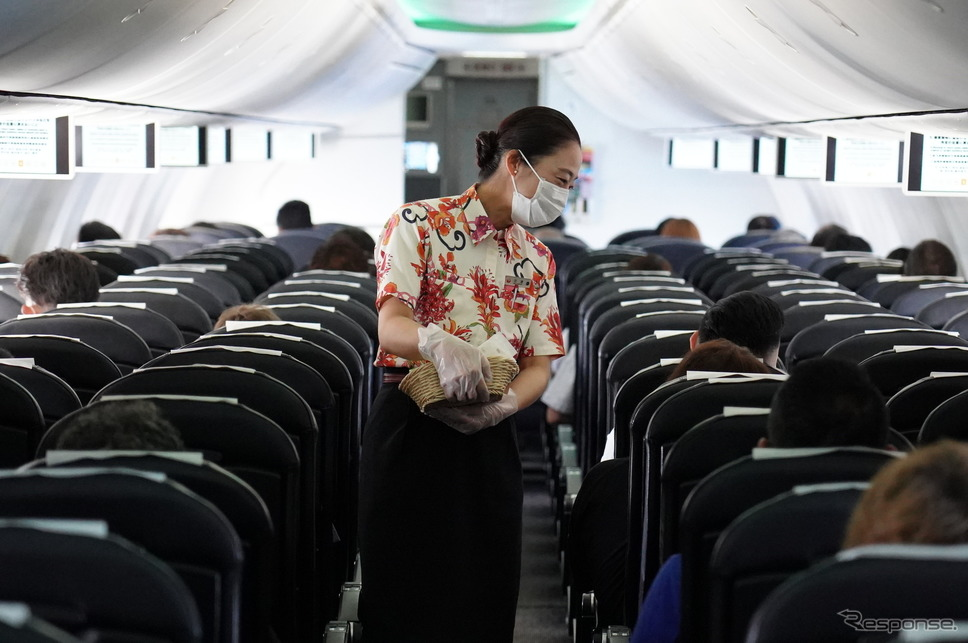 JAL機内(6月22日、セントレア中部国際空港)《Photo by Jinhee Lee/SOPA Images/LightRocket via Getty Images/ゲッティイメージズ》