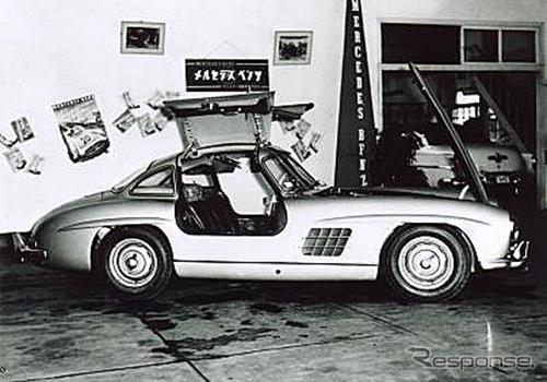 1956年、メルセデス・ベンツ 300SL の展示会風景《写真提供 ヤナセ》