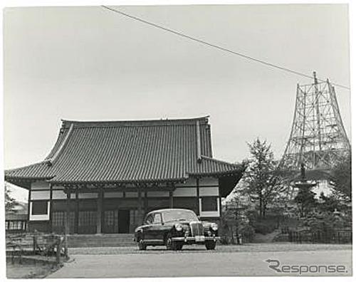 1958年、建設中の東京タワーとメルセデス・ベンツ W120《写真提供 ヤナセ》