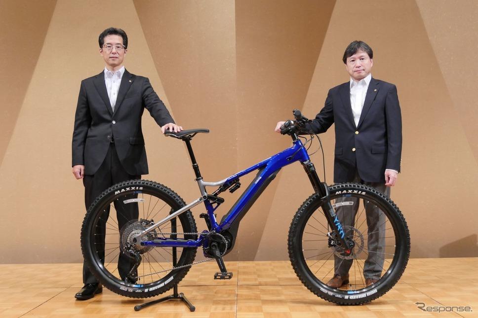 ヤマハ発動機 SPV事業部長 村田和弘氏(右)、SPV事業部 開発部長 西山統邦氏(左)《写真提供 ヤマハ発動機》