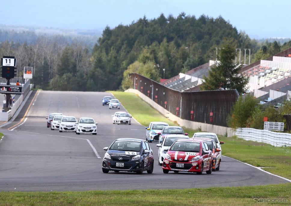 2019年シーズン、十勝スピードウェイで開催されたVitz Raceの一戦。《写真提供 TOYOTA》