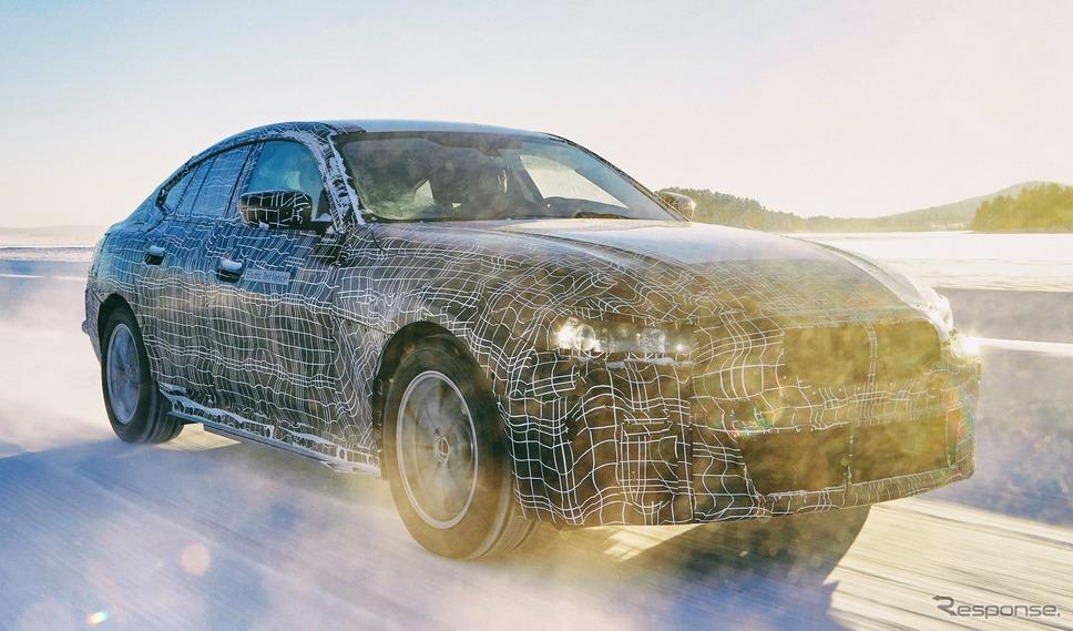 BMW i4 の開発プロトタイプ《photo by BMW》