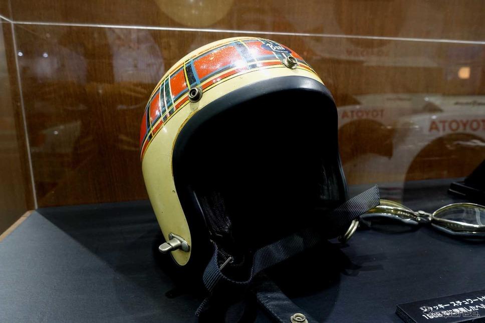 3度のF1ワールドチャンピオンに輝いたサー・ジャッキー・スチュワートが実際に使ったヘルメット《写真撮影 中村孝仁》