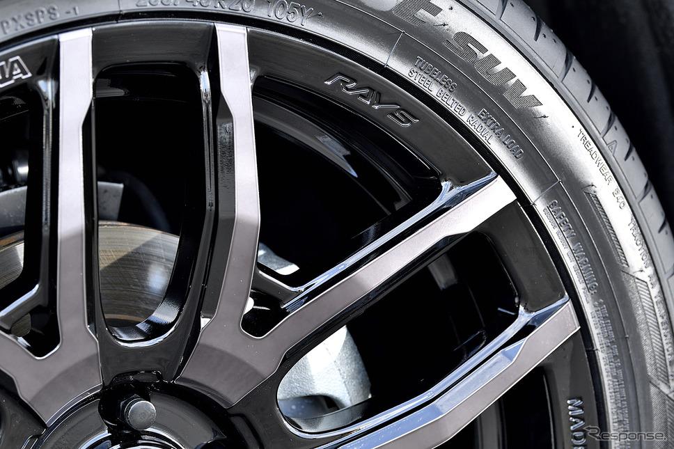 モデル名:TEAM DAYTONA F6 Drive/推奨サイズ:20×8.5JInset42 5H-114.3/カラー:ブラックマシニング/タイヤサイズ:255/45R20《写真撮影 雪岡直樹》