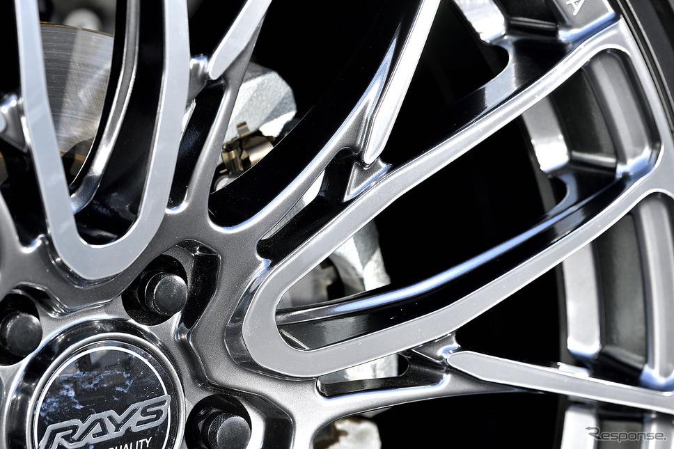 モデル名:レイズ HOMURA 2X10BD/推奨サイズ:20×8.5JInset38 5H-114.3/カラー:ダイヤモンドミラーカット/タイヤサイズ:245/45R20《写真撮影 雪岡直樹》
