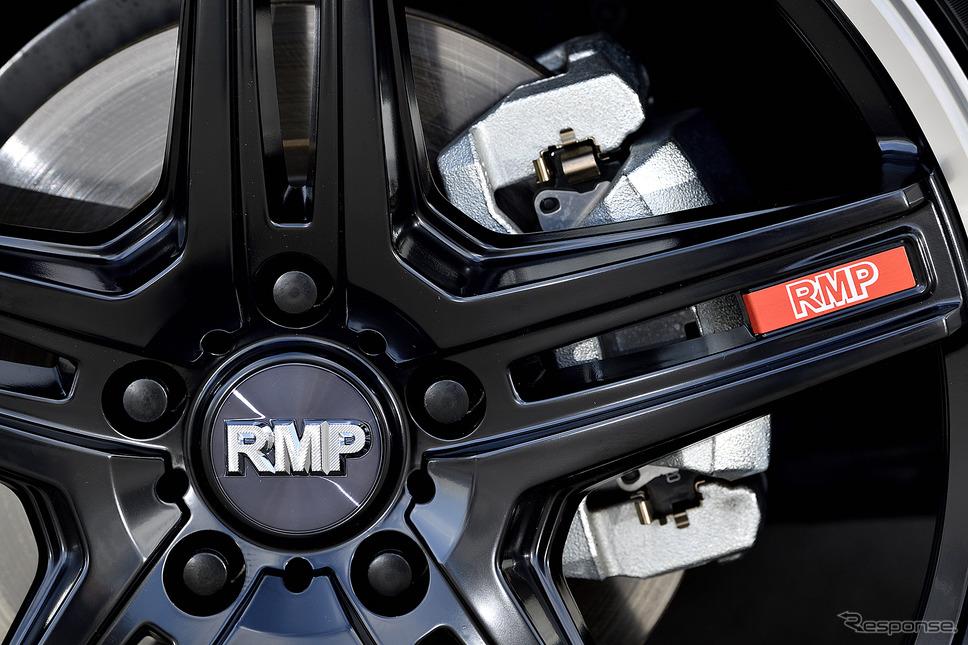 モデル名:MID RMP 520F/推奨サイズ:20×8.5JInset38 5H-114.3/カラー:セミグロスブラック/リムポリッシュ/タイヤサイズ:245/45R20《写真撮影 雪岡直樹》