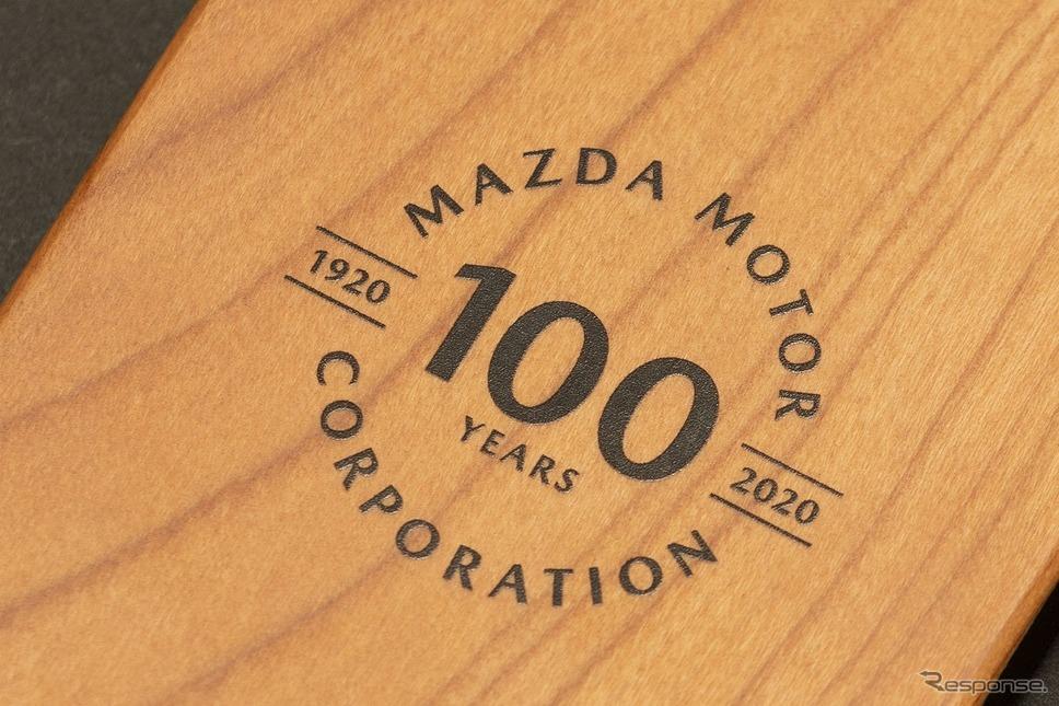 マツダ100周年記念iPhoneケース《写真提供 MZRacing》