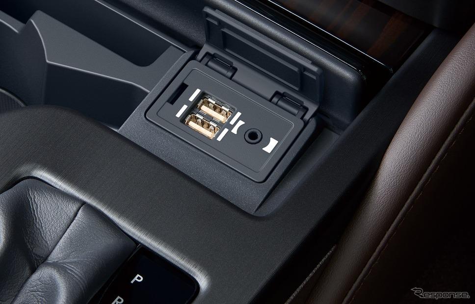 USB(2個)/AUX(音声)入力端子《写真提供 トヨタ自動車》