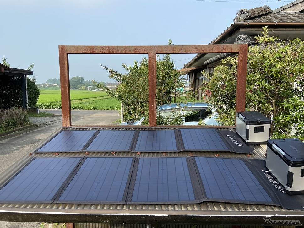 200ワットの太陽光パネルと1000ワットアワーの蓄電システム《写真提供 Carstay》