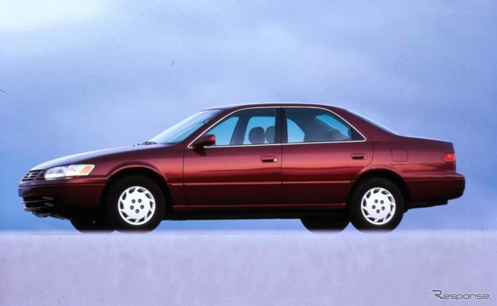 6代目トヨタ・カムリ(1996年、写真は北米仕様)。日本市場で当初はカムリグラシアと呼ばれ、5代目よりやや上級志向で、5代目も併売された。1999年に5代目の販売終了に伴いカムリの車名になる。《写真提供 トヨタ自動車》