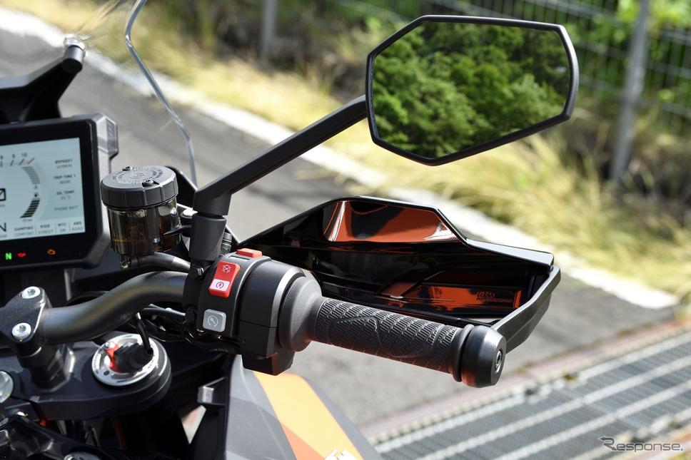 KTM 1290スーパーデュークGT《写真撮影 雪岡直樹》