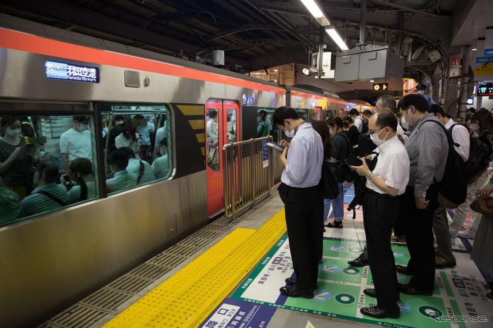 東京・品川駅(7月2日)《Photo by Stanislav Kogiku/SOPA Images/LightRocket via Getty Images/ゲッティイメージズ》