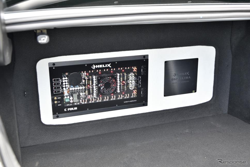 ラゲッジ側にはフロントスピーカーを駆動するパワーアンプとスピーカーをコントロールするDSPが収まっている《写真撮影 雪岡直樹》