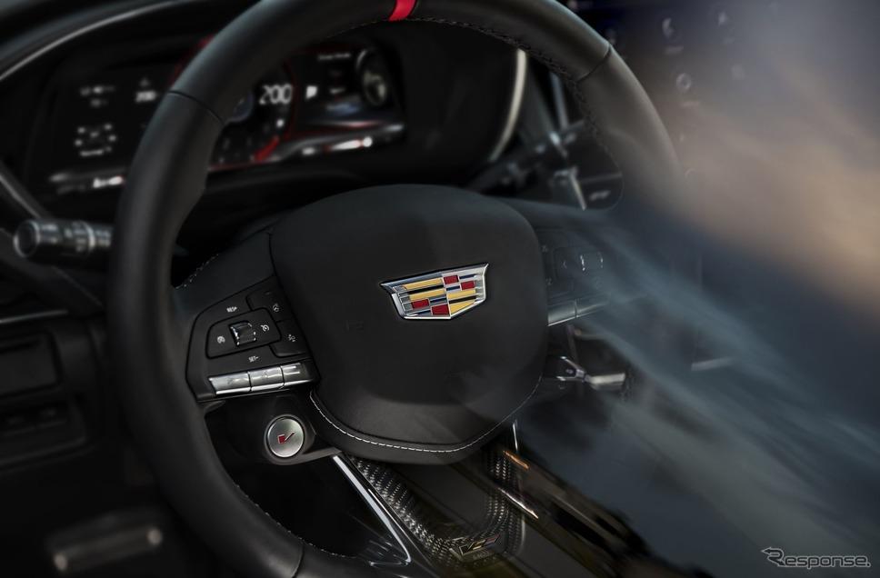 キャデラック CT5-V ブラックウィング と CT4-V ブラックウィング に採用されるパフォーマンス・ステアリングホイール《photo by Cadillac》