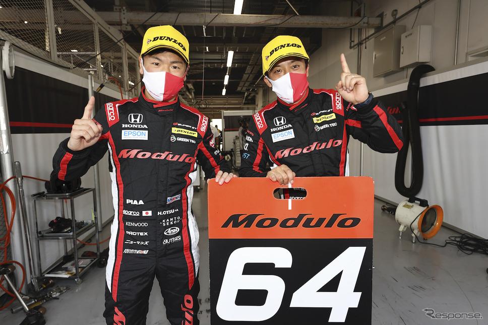 #64 Modulo NSX-GTの大津弘樹(左)と伊沢拓也(右)《写真撮影 益田和久》