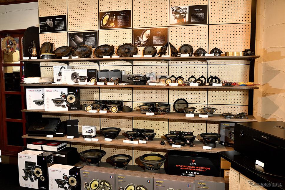 店内にはフォーカル製品が数多く展示されている《写真撮影 雪岡直樹》