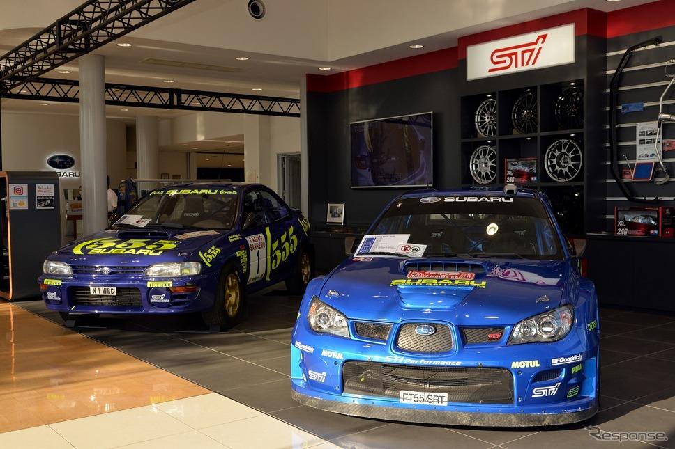 インプレッサ(GDB) WRカー(2006年)(右)とインプレッサ(GC8) グループAラリー車(1996年)《写真撮影 嶽宮三郎》