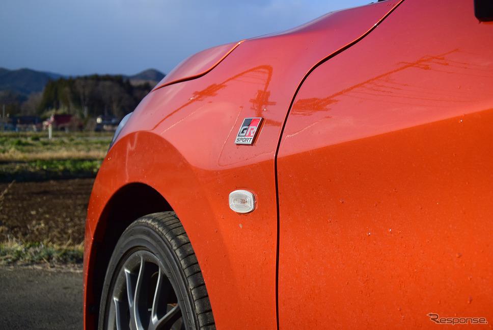 フェンダーとフロントタイヤは結構ツライチに近く、スポーツカー的雰囲気がある。《撮影 井元康一郎》