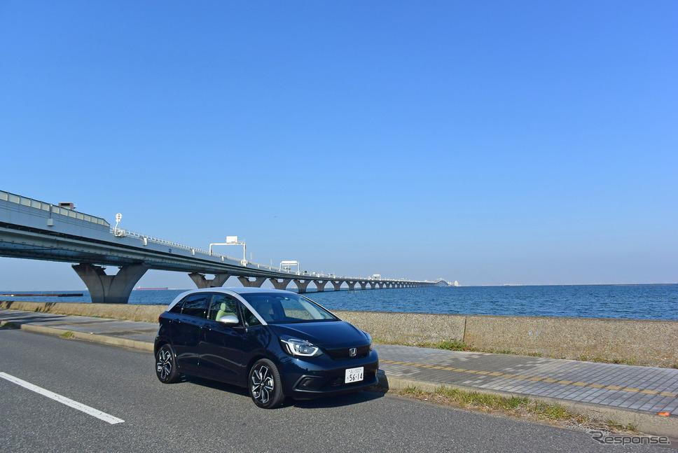ホンダ フィット HOME。東京湾をバックに。《写真撮影 井元康一郎》