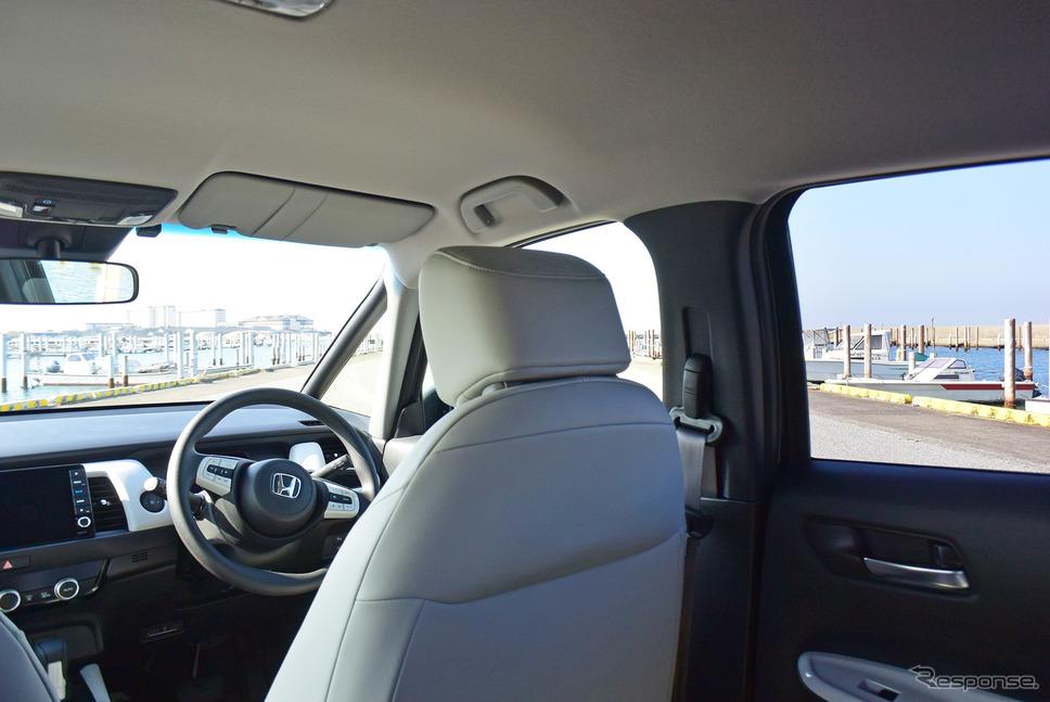 後席の座面がかなり高めに設定されており、眺望は良好。《写真撮影 井元康一郎》