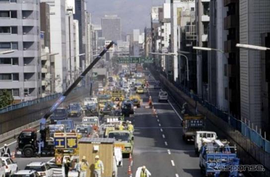前回の1号環状線大規模補修工事の様子(2002年)《写真提供 阪神高速道路》
