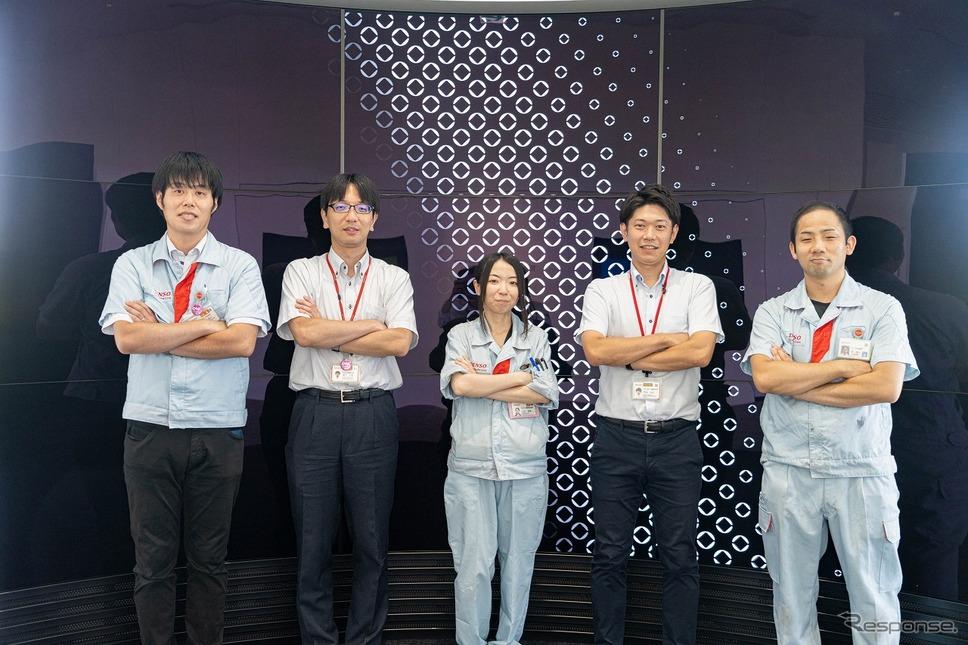 開発者、左から小柳延之氏、溝下文貴氏、村田満理氏、門池祐太氏、森唯人氏《写真提供 デンソー》