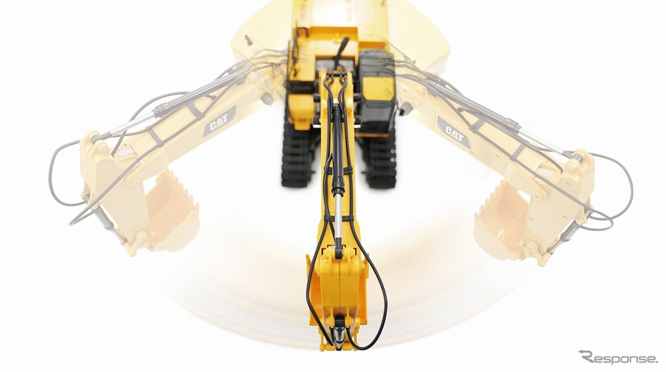 上部回転操作。油圧シリンダー及び油圧配管を再現《写真提供 京商》