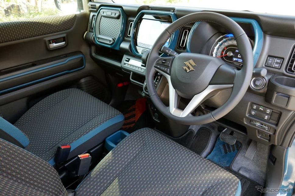 新型ハスラー「ハイブリッドX・2WD」の内装。内装の加飾部はボディカラーと同色になる《写真撮影 会田肇》