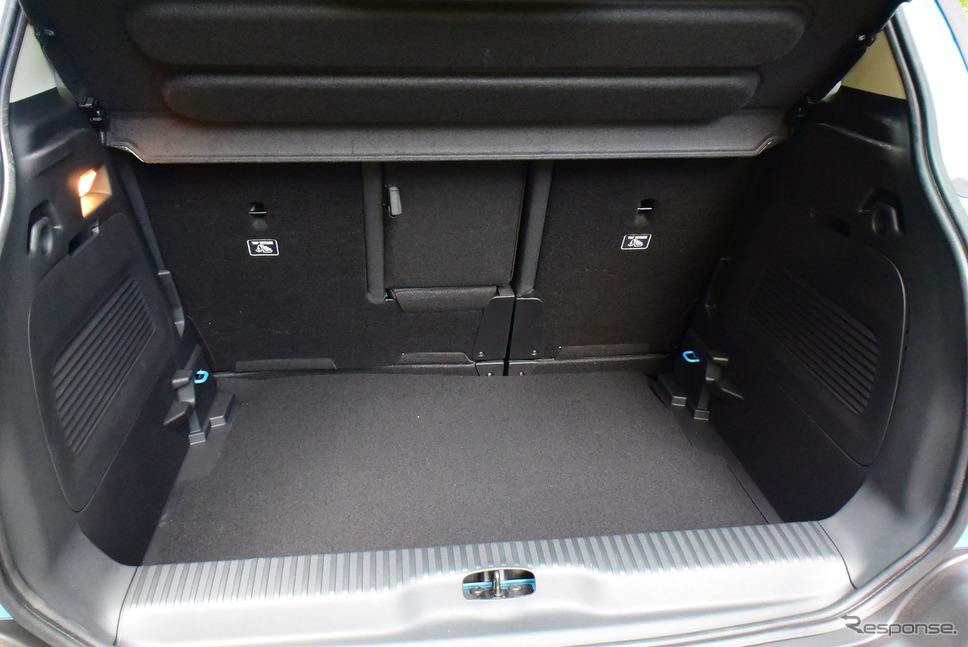 荷室の床板を外したときの容量は510リットルと、Bセグメントの水準を完全に超えた大容量。《写真撮影 井元康一郎》