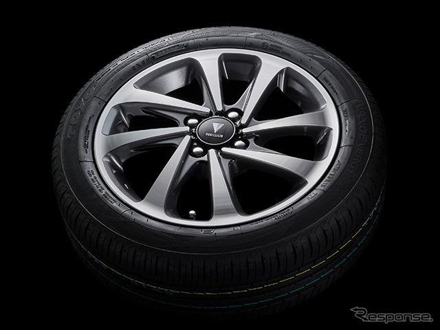 15インチアルミホイール&タイヤセット《写真提供 トヨタカスタマイジング&ディベロップメント》