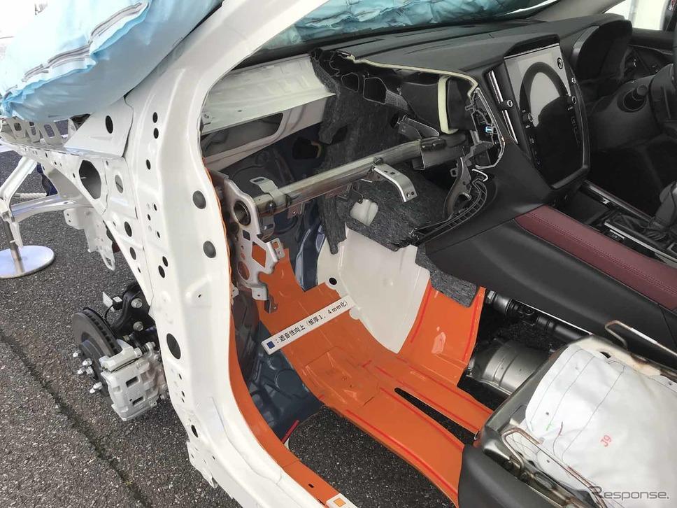 トーボードは輸出用PHEV車と共用。PHEVはボディ強化で使うが、こちらは静粛性向上《写真撮影 中村孝仁》