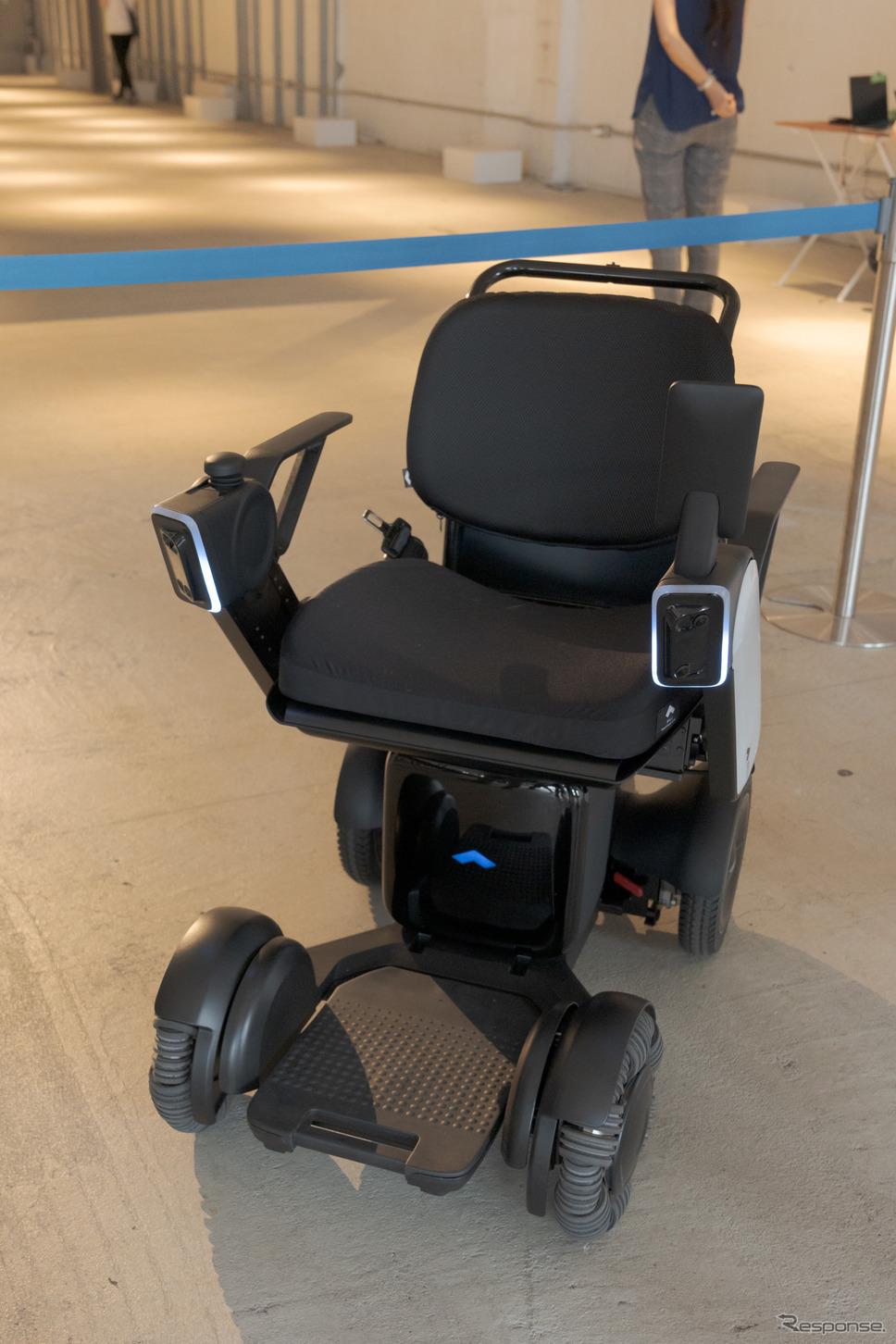 自動運転モデルは、ステレオカメラなどのセンサーが取り付けられている。《写真撮影 関口敬文》