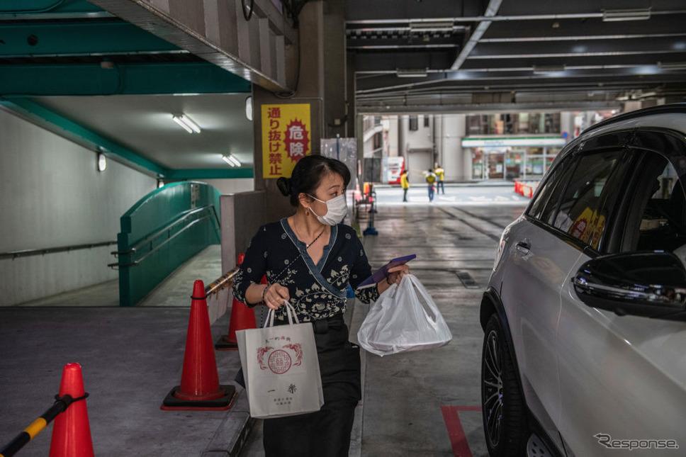 横浜中華街でのドライブスルーサービス(5月22日)《Photo by Carl Court/Getty Images Nees/ゲッティイメージズ》
