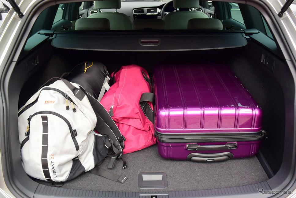 工夫次第でいくらでも荷物を詰めそうなラゲッジスペース。《写真撮影 井元康一郎》