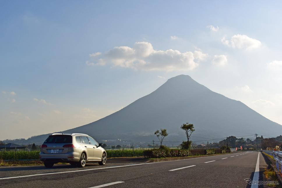 本土最南端の火山、開聞岳に向けて走る。《写真撮影 井元康一郎》