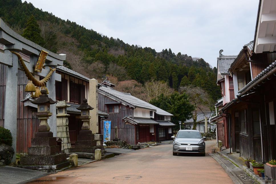 熊川宿の路地にて。《写真撮影 井元康一郎》