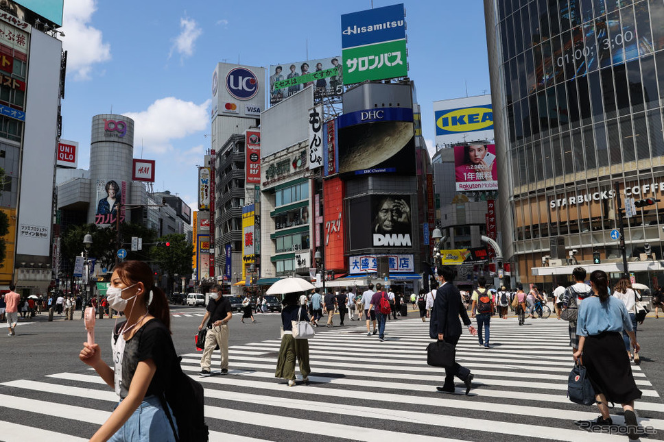 横断歩道を渡る人たち(イメージ)Photo by Takashi Aoyama/Getty Images News/ゲッティイメージズ