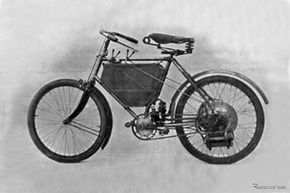 1898年、第1回パリ・モーターショーで、ド・ディオン・ブートン・エンジンを搭載したプジョー最初のモーターサイクルを発表《写真提供 aidea》