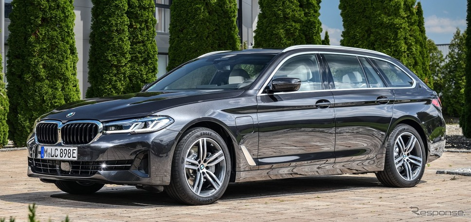 BMW 5シリーズ・ツーリング 改良新型のPHV「530e xDrive」《photo by BMW》