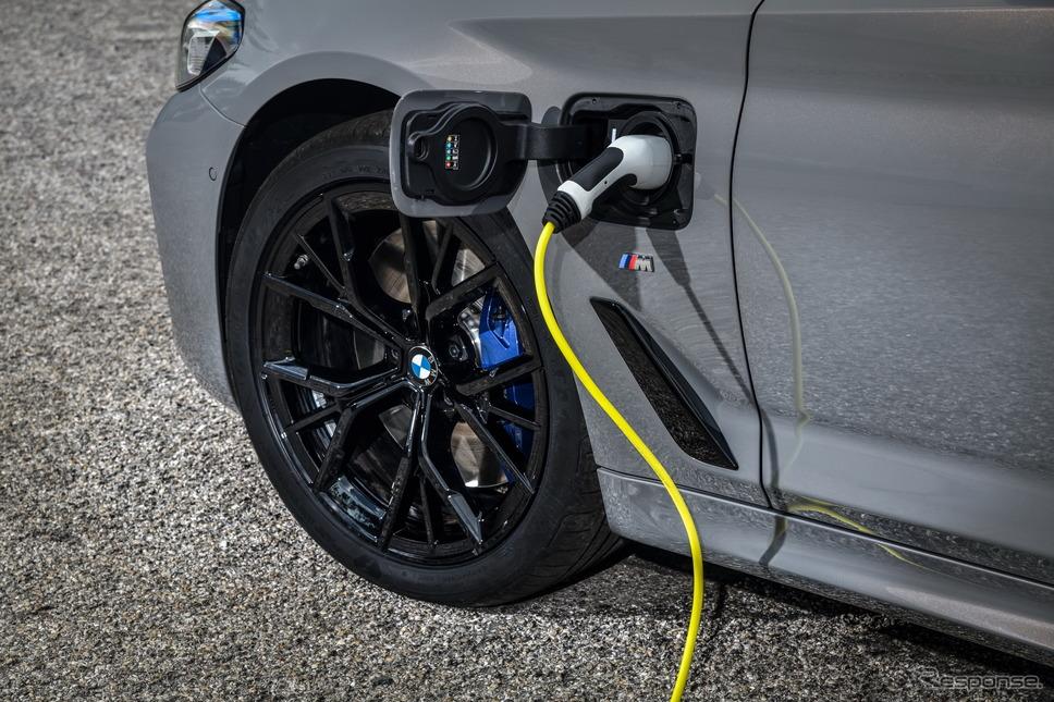 BMW 5シリーズ・セダン 改良新型のPHV「545e xDrive」《photo by BMW》